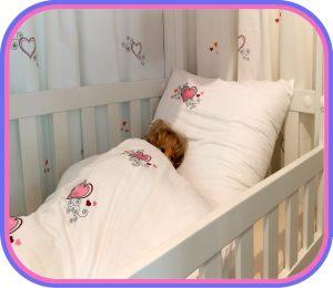 das Kinderbett LISTOflex, aufgebaut als Himmelbett für Kinder ab 2 Jahren / SALTO - Möbel für Kinder / München
